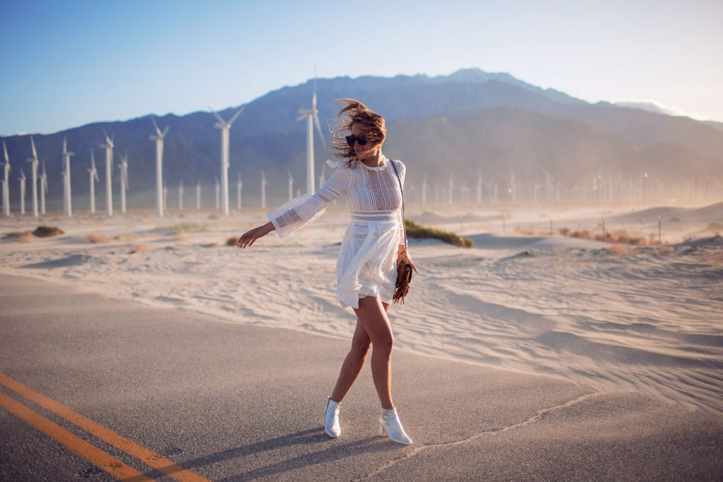 rebecca-laurey-fashion-blogger-windmills-palm-springs