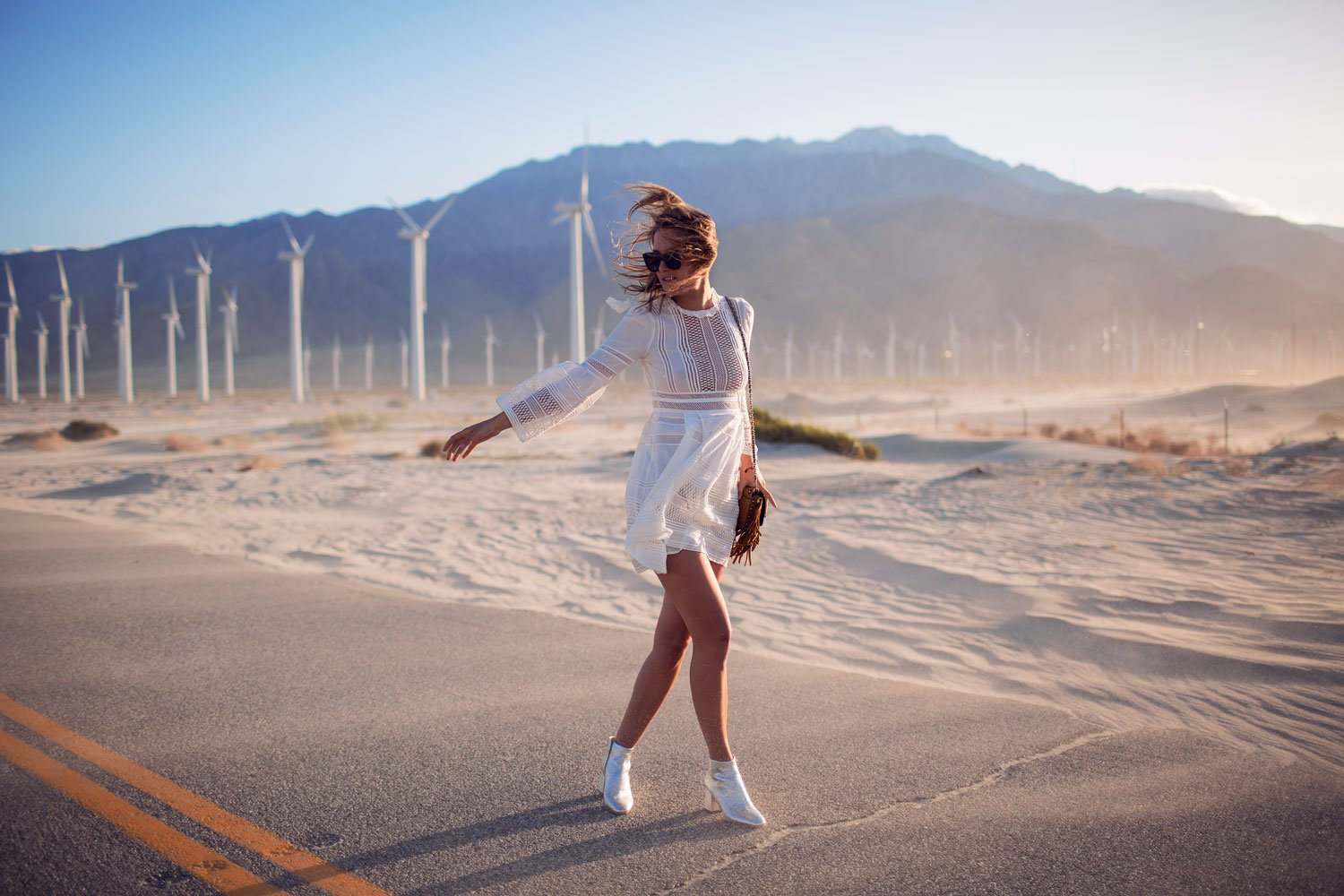 rebecca-laurey-fashion-blogger-windmills-palm-springs